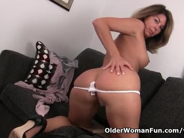 American Milf Niki Needs A Masturbation Break - Free Porn -7823