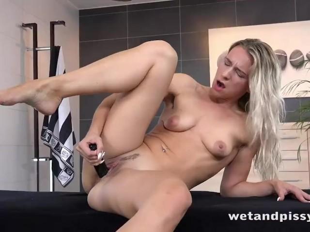 Cuming on her big tits