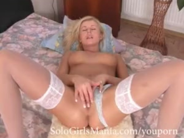 Blonde bigboob free masturbation show on webc 5