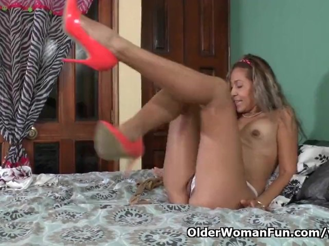 Latina milf susana needs getting off before a date 6