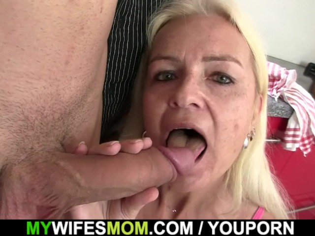 Guy pounds blonde mom at the kitchen #1185481