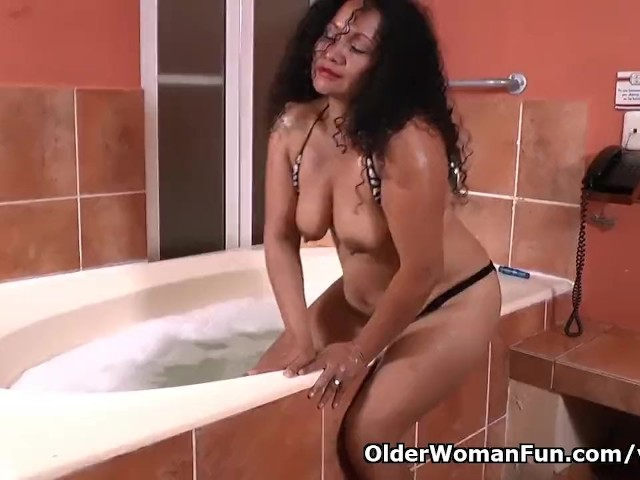Latina Milf Sharon Gets Turned on in Bathtub