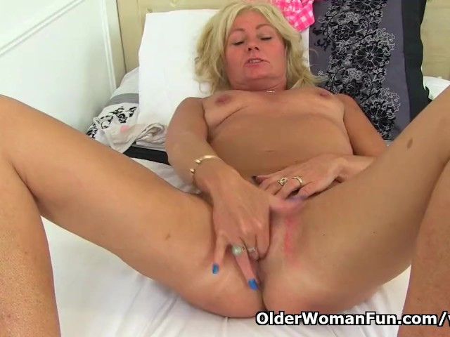 English milf ellen works her fabulous fanny with her fingers 1