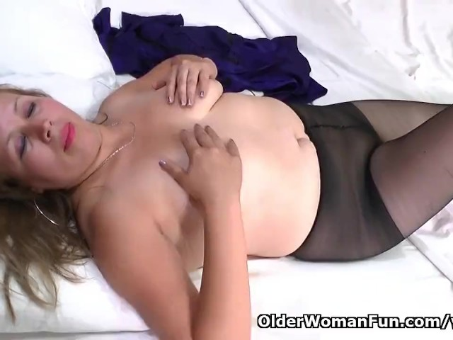 Latina Milf Cintia Gets Aroused In A New Pair Of Pantyhose -2341