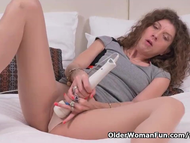 Canadian Milf Janice Puts Her Massager To Work - Free Porn -7220