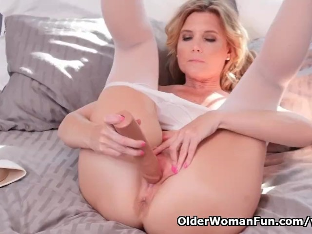 Nyloned milf alby daor dildos her shaven pussy - 1 7