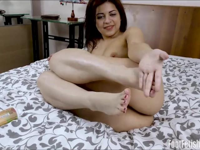 Viktoria G Sexy Lotion Feet.Mp4