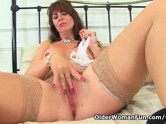 Scottish Milf Toni Lace Stuffs Her Fanny Full With -8735