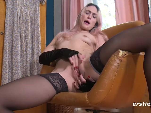 Ravishing Rachel Enjoys Nipple Clamps During Masturbation