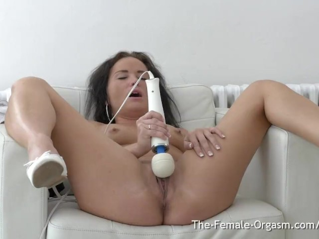 Sexy Brunette With Pokey Nipples Bates With Wand to Contracting Climax