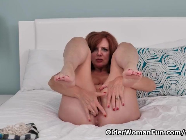 American Milf Andi James Rubs Her Clit Furiously