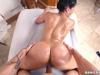 Exotická pornohviezda predvádza svoj zadoček