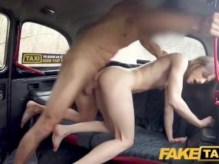 Tvrdé prirážanie vo fake taxi do mladej francúzsky