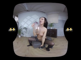 Virtualpee – Pissing In Stockings – VR Porn