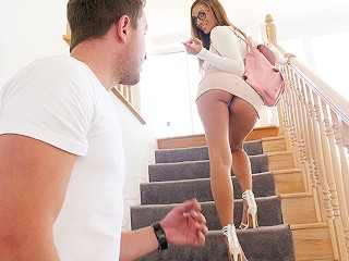 Sexy študentka láka na svoj zadoček