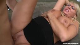 Big Tit Blonde Mom...