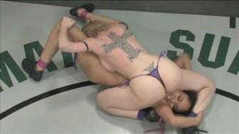Naked Catfight Monica vs. Darling!