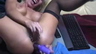 Doppel-Dildo in gepiercter Pussy - hardcore anal