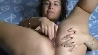 MILF wife finger-fucking her loose pussy