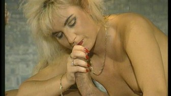 Hairy pussy for leopard lady (CLIP)