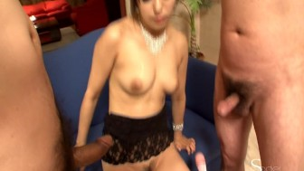 Babe getting some love from her vibrator - Pompie