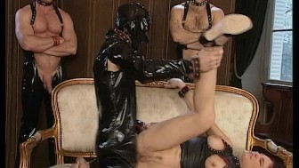 Man clad in leather suit satisfies sexy lady (clip)