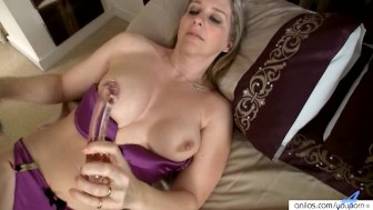 Meet busty Tonya's orgasmic glass dick