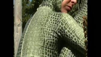 Outdoor spandex snake (clip)
