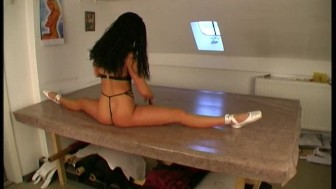Samantha flexible stretching (clip)