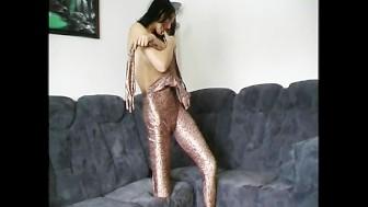 Daniela penetrating with dildo (clip)
