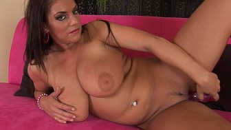Busty MILF Jenna makes herself cum