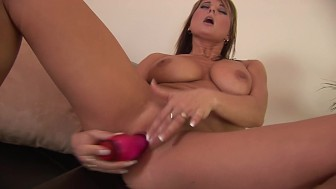 Irresistable Kate sicks a big dildo in her slit