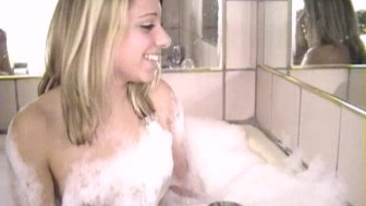 Fingering Party Girls Bubble Bath Fun