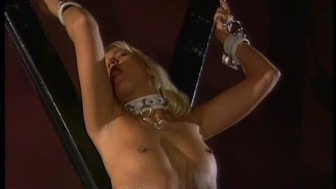Kinky blond loves to get spanked - Bizarre
