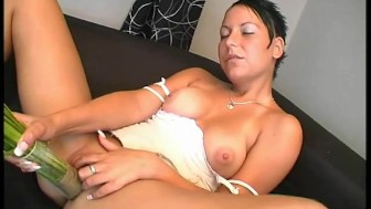 Chick fucks herself with anthing she can get her hands on - Julia Reaves
