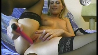 Blonde mature plays with her vibrator - Julia Reaves