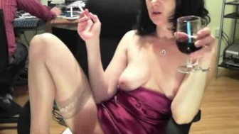 Hot mature webcam chick rubs and plays her pussy while her chatmate watch