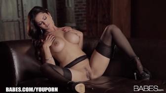 Beautiful Latina brunette Sunny Leone loves fingering herself