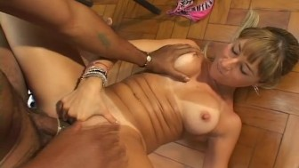Gorgeous MILF enjoys a fat cock - WOW Pictures