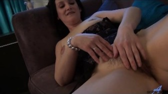 First time housewife plays with her thick pussy hair