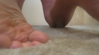 STUD WITH AN AMAZING BODY SEXY LONG FAT COCK AND GREAT FEET WORKS IT SO GOOD