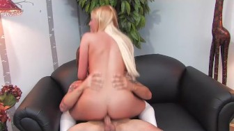 Vanessa Cage gives great blow job