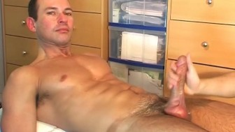 Marco, a cute swimmer guy get wanked his huge cock in spite of him !