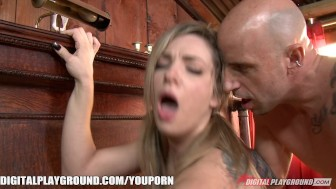 Blonde beauty Lexi Belle shows off how to ride like a cowgirl