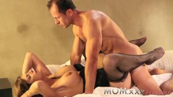 MOM Experienced MILF loves cock