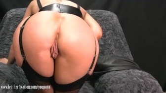 Sexy Milf takes off pants and plays with juicy lady lips