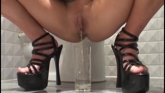 Sexy UK blondes enjoy peeing together