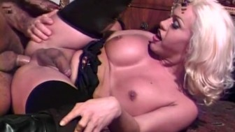 Blonde tranny gets her butt fucked - Pandemonium