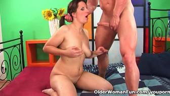 Mature soccer mom squirts her juice and unloads a cock
