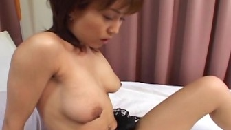Slutty oriental gal loves to be threesomed by the fellas